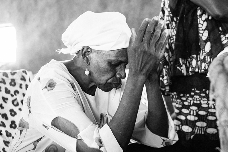 A South Sudanese woman at prayer at the African Inland Church in Juba. (Tom Price/Tearfund)