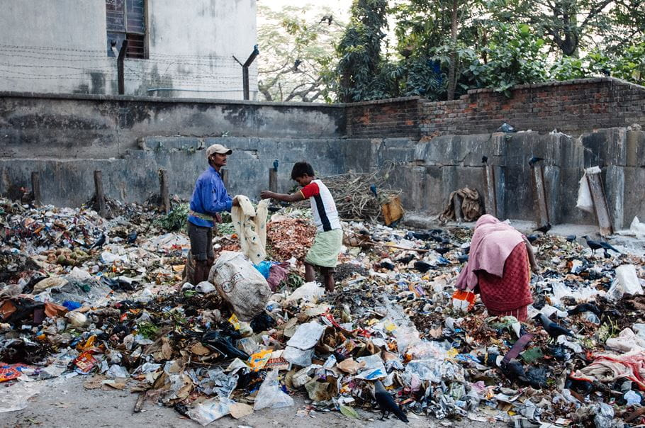 A group of locals pick through waste in Calcutta, India. Andrew Philip/Tearfund